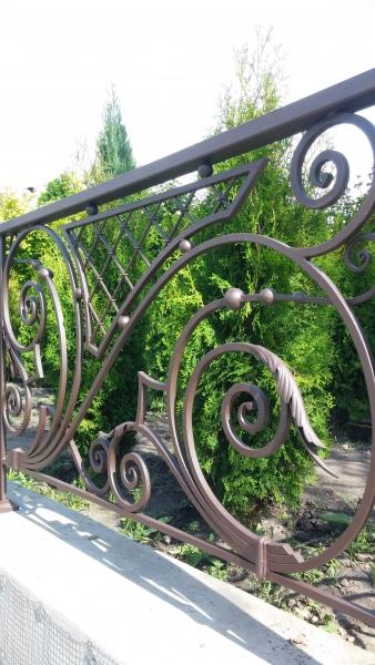 кованые ограждения балконов и террас