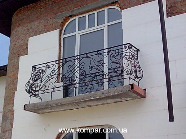 Кованые ограждения балкона